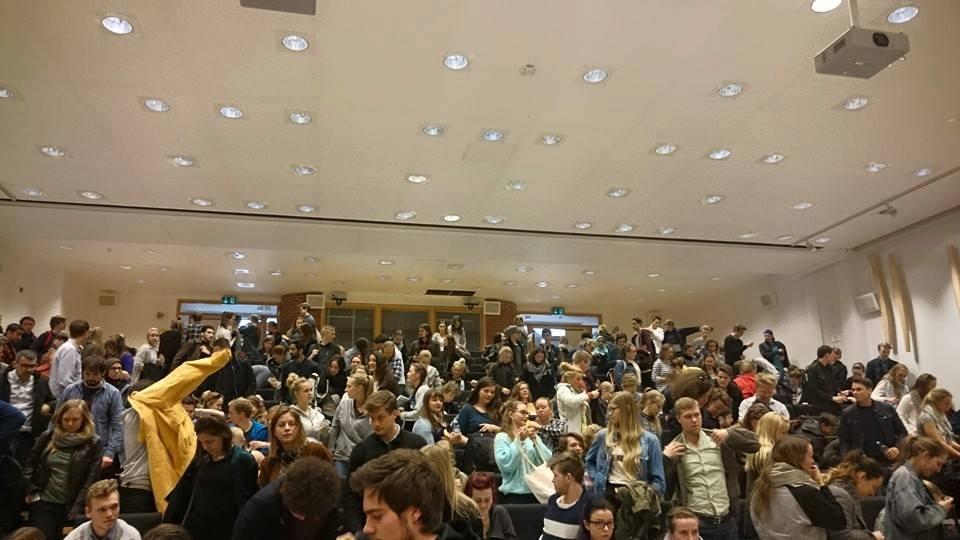 Mads Gilbert talte for full sal på NTNU Dragvoll